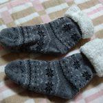 フワフワ暖かい極厚ルームソックスがあれば冬の早起きも楽勝!足元の冷えをたったの250円(税別)で解決した話。