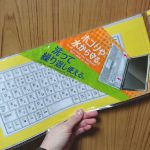 100均ダイソーのノートパソコンキーボードカバーを1週間使ってみた感想。テープ無しでもズレないからラクラク使える!
