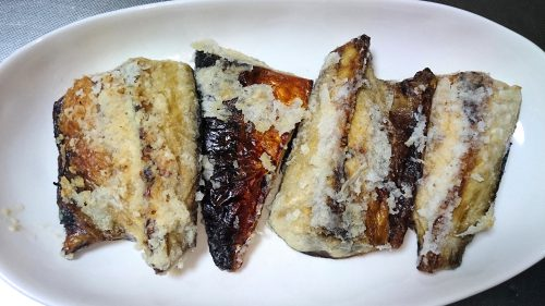 焼き鯖を竜田揚げのように調理したもの