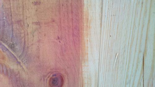 100均ダイソーの水性ニスを塗った直後の色(乾いてない)