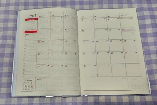 100均セリアの2019年版バーチカル手帳の写真(マンスリーページ)