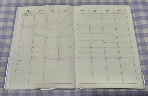 100均セリアの2019年版バーチカル手帳の写真(ウィークリーページ)